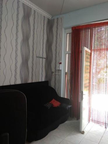 Şirvan şəhərində Gozellik salonu icinde internet xetti,mebel desti, kondisioner, divan