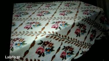 Κουβέρτα στο χέρι κεντημενη σε ψαθωτο εταμιν. 80 ευρώ σε Leros